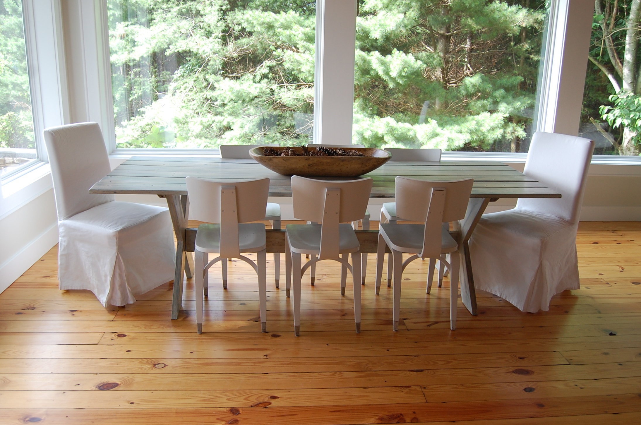 Picnic style dining room