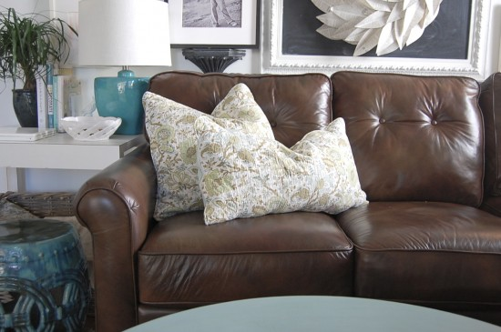 Decorative Throw Pillows Mesmerizing Decorating With Pillows On Sofa