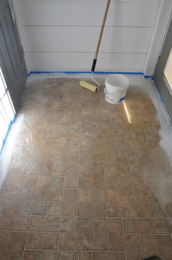 When it s time to paint your ugly floor for Paint for linoleum floors in bathroom