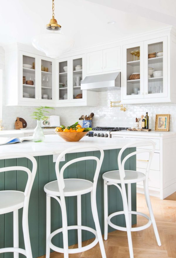 emily-henderson_frigidaire_kitchen-reveal_waverly_english-modern_edited-beams_15-1024x15022x