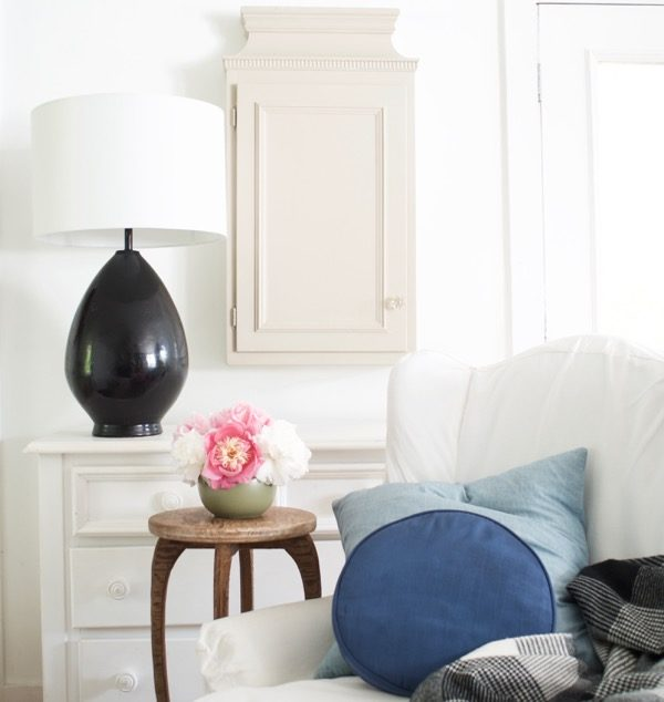 When You're A Cozy Minimalist :: Decorating Made Easy
