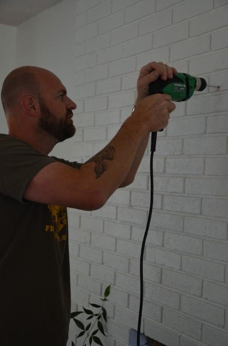 drill a hold into brick