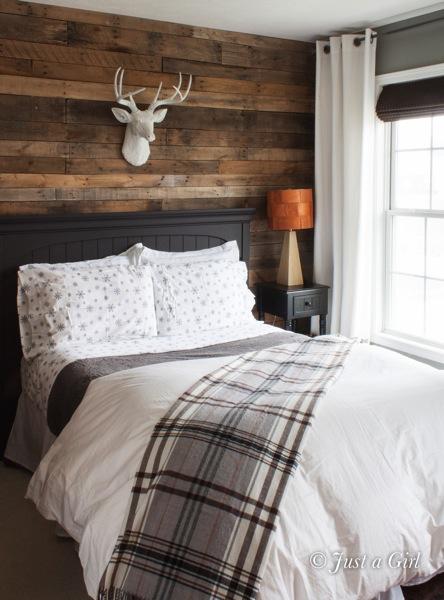 masculine-Christmas-bedroom