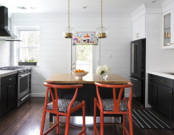 Design-Manifest-Kitchen-Black-cabinets-white-shiplap-768x594